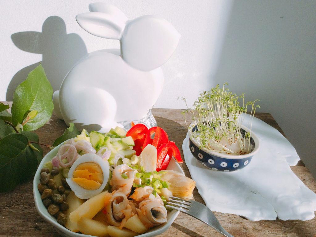 Przepis na sałatkę ze śledziem, ziemniakami i karczochami
