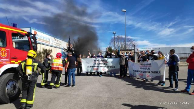 Protesta de los trabajadores de Siemens Gamesa a las puertas de la factoría de Cuenca.