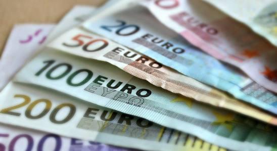 dinero economía billetes euros IPC inflación déficit
