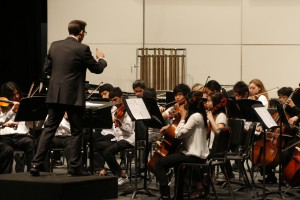 Mr. Henry Miller conducts the Sierra Vista Chamber Orchestra (Johnny Liu)