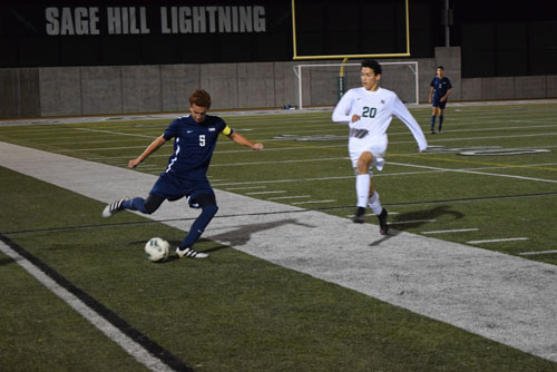 Daniel Moreno (Sr.) sends lob pass to strikers at Sage Hill game. (C.Chen)