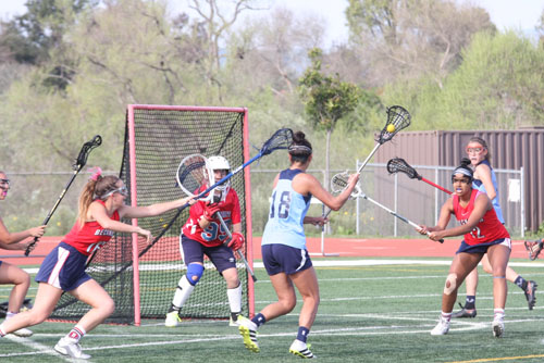 Ashlyn Wang (Sr.) scores right before the end of the half to give UHS 7-6 lead. (J.Koo)