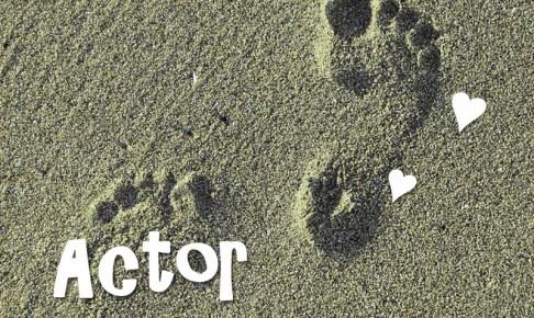 ビーチの足跡