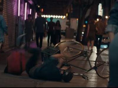 自転車の男性が転倒