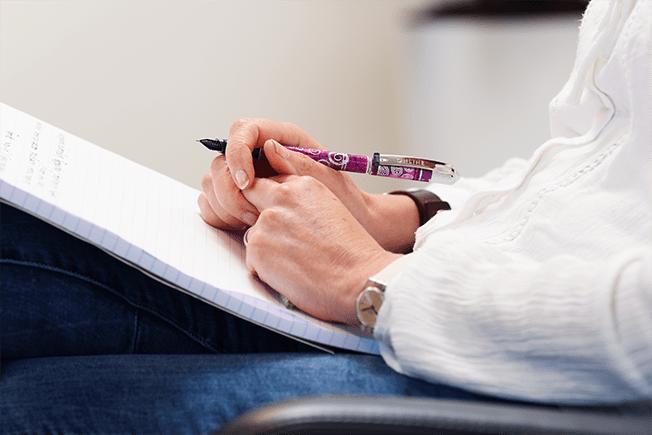 Zittend schrijven