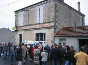 Manifestation Poste de Coulgens (16680)