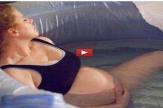 बच्चे को जन्म देती इस मां का वीडियो...सोशल मीडिया