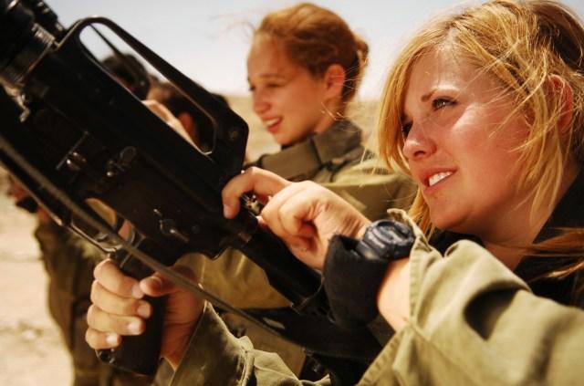 Izraeli katona nők - forrás: internet