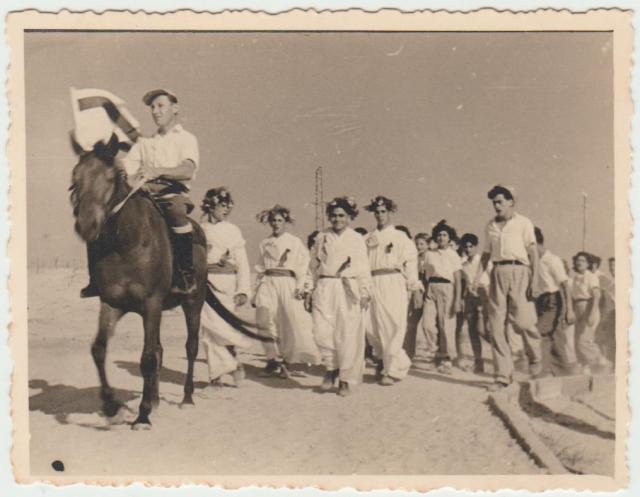 Az első sávuoti ünnep. Smulik a lovon 1951 002