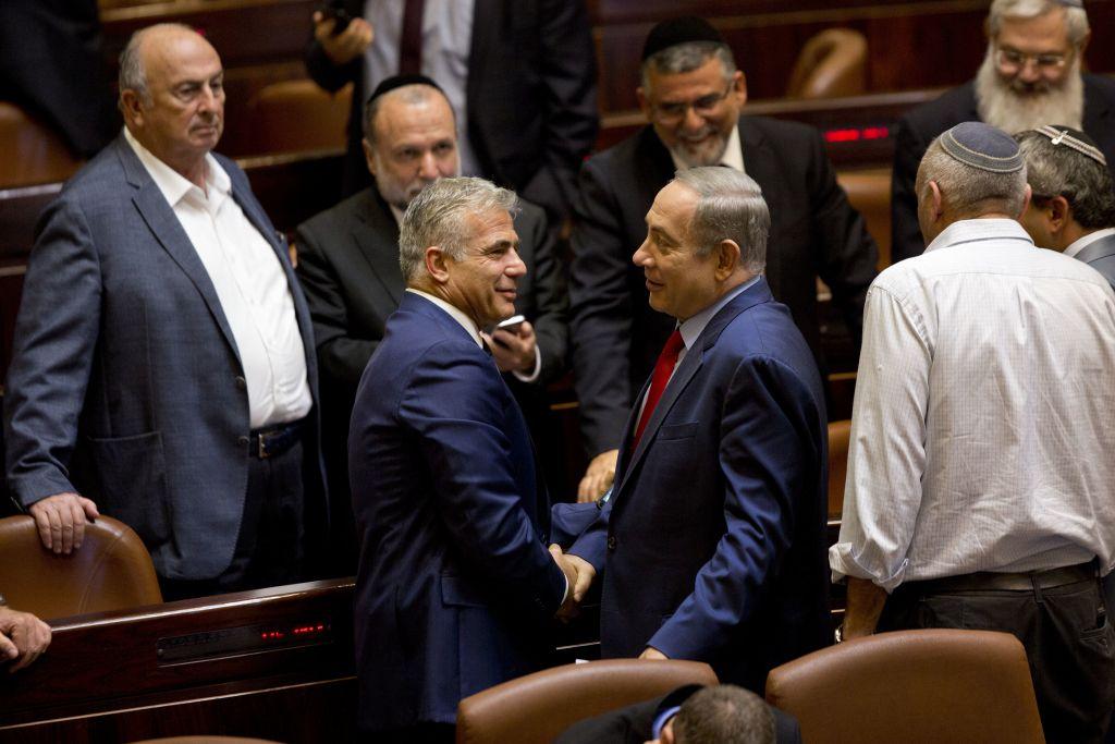 Lapid puccskísérlettel vádolja Netanjahut