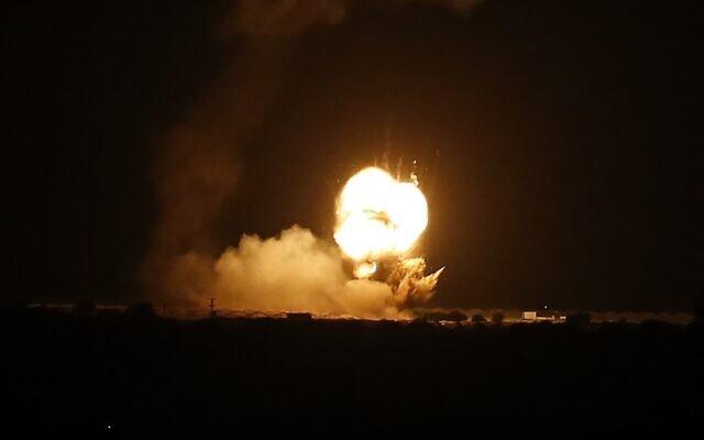 A rakétatámadást követően az izraeli légierő a Hamász katonai posztjait bombázta a Gázai övezetben