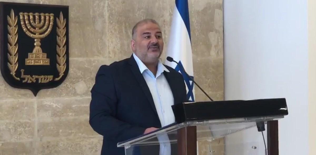 Kneszet plénum: Netanjahu -Bennett szópárbaj, Manszúr Abbász helyesbítéssel | Új Kelet online