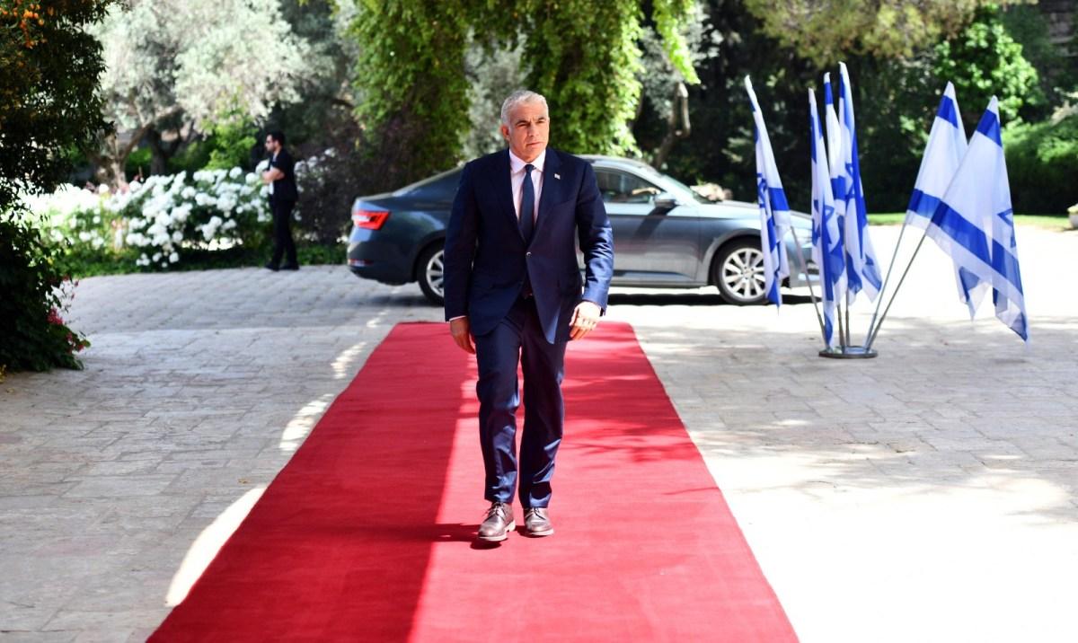 Lapid jövő héten az Emírségekbe látogat   Új Kelet online