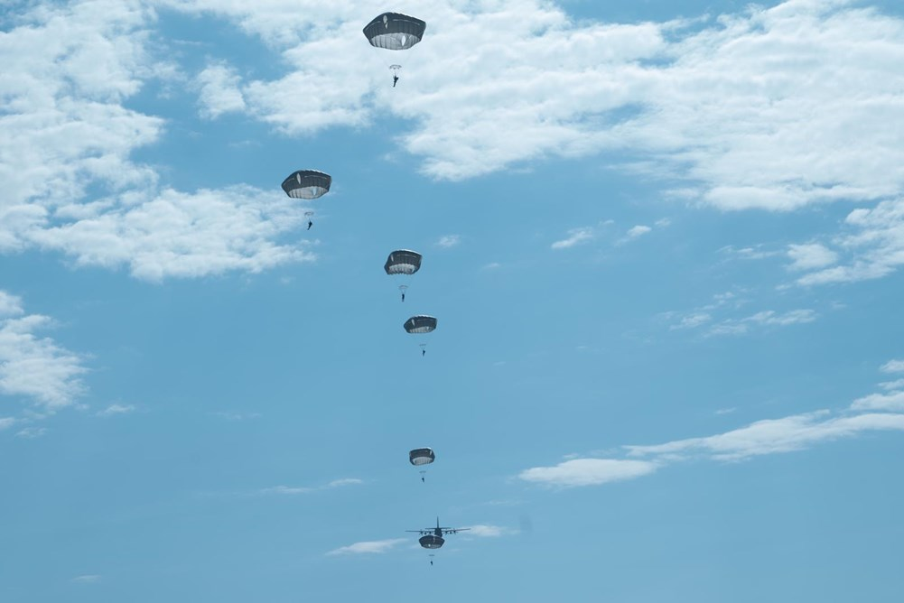 Az izraeli ejtőernyősök különleges ugrással emlékeztek Szenes Hanna születésének 100. évfordulójára …