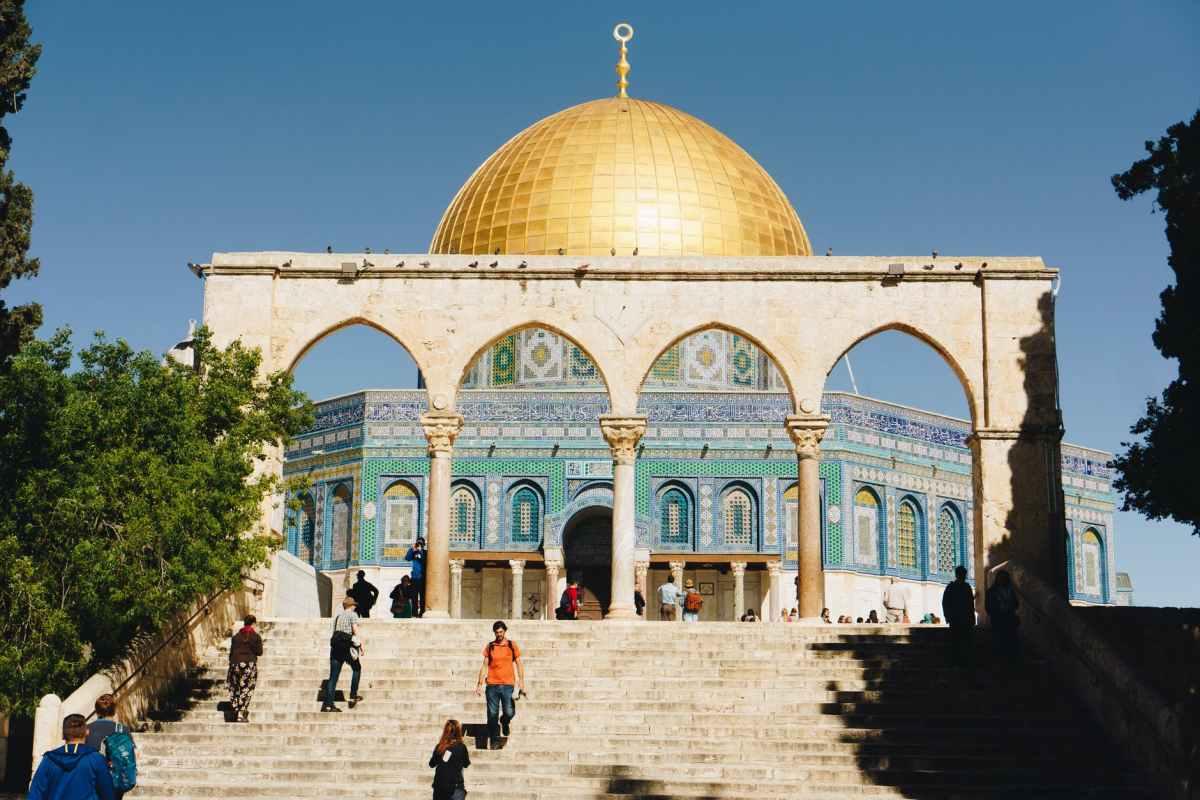 Riport: A Sabak aggódik, hogy a zsidók megpróbálnak nyílt imát tartani a Templom-hegyen, heves fellángolást váltva ki a helyszínen | Új Kelet online