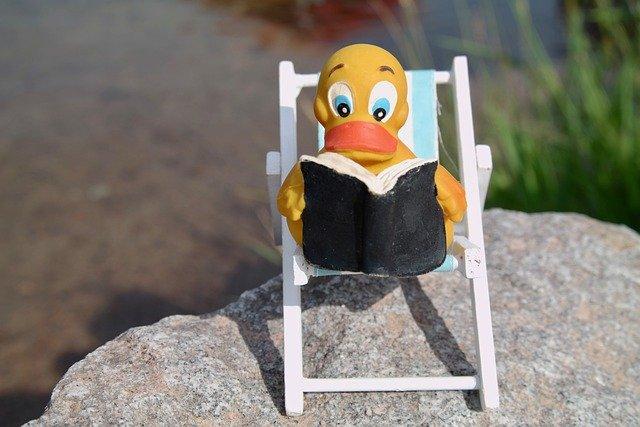 Read Duck Deck Chair Quietscheente  - Majaranda / Pixabay