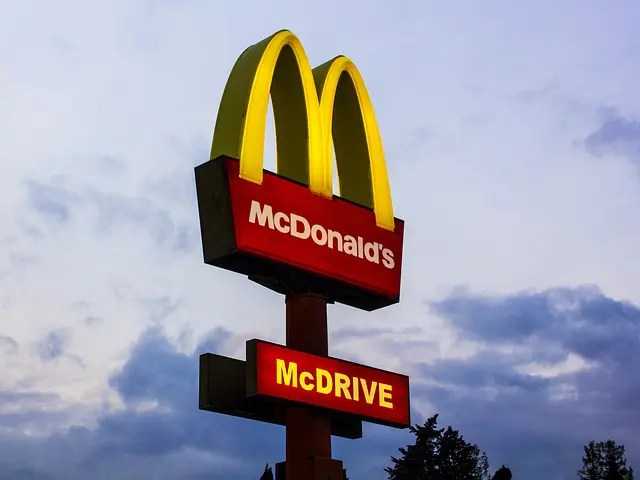 Teaches Sign Fast Food Mcdonald  - akiragiulia / Pixabay
