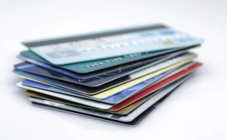 デビットカードに手数料はかかる?デビットカードの特徴とは
