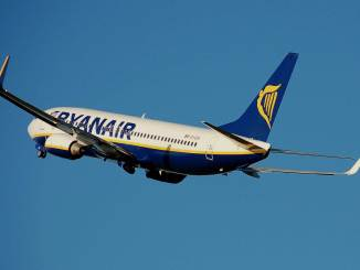 Ryanair B737-800 after takeoff (src Wikipedia)