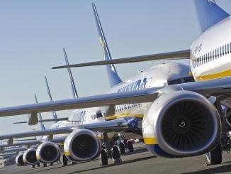 Ryanair 737 line up