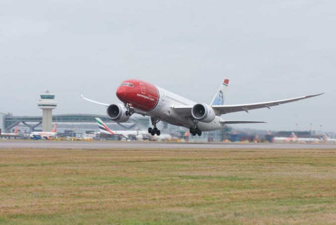 Norwegian 787 takes-off from Gatwick