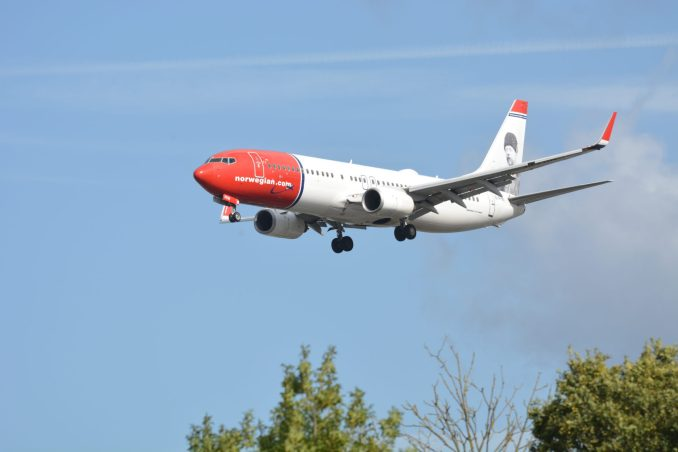 Norwegian Boeing 737 on Finals to London Gatwick