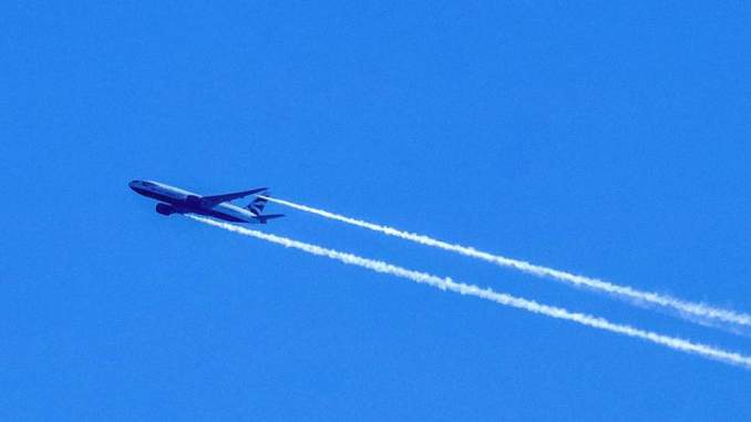 BA113 dumping fuel over the Bristol Channel (Img: Philip Dawson)