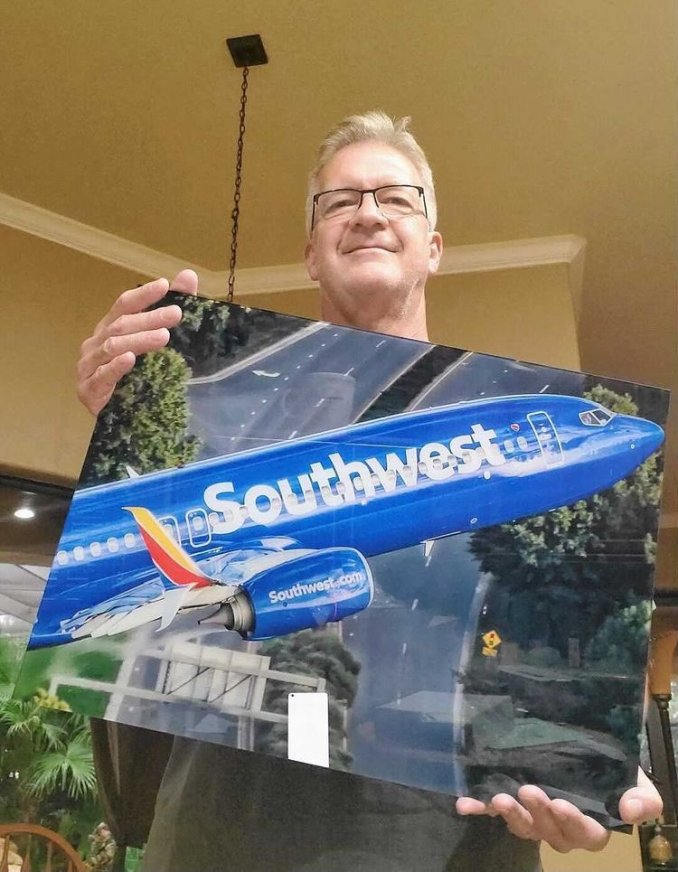 Ted Orris with the Picture (Southwest Airlines\Twitter)