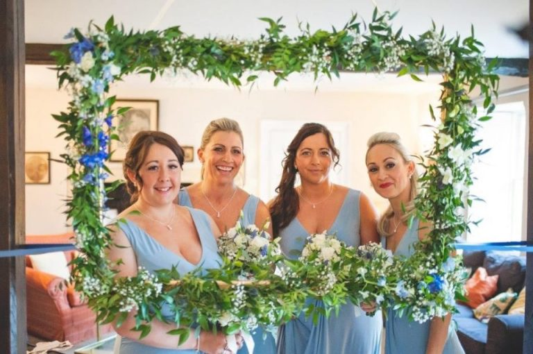 We love the flower frame and beautiful bridesmaids!
