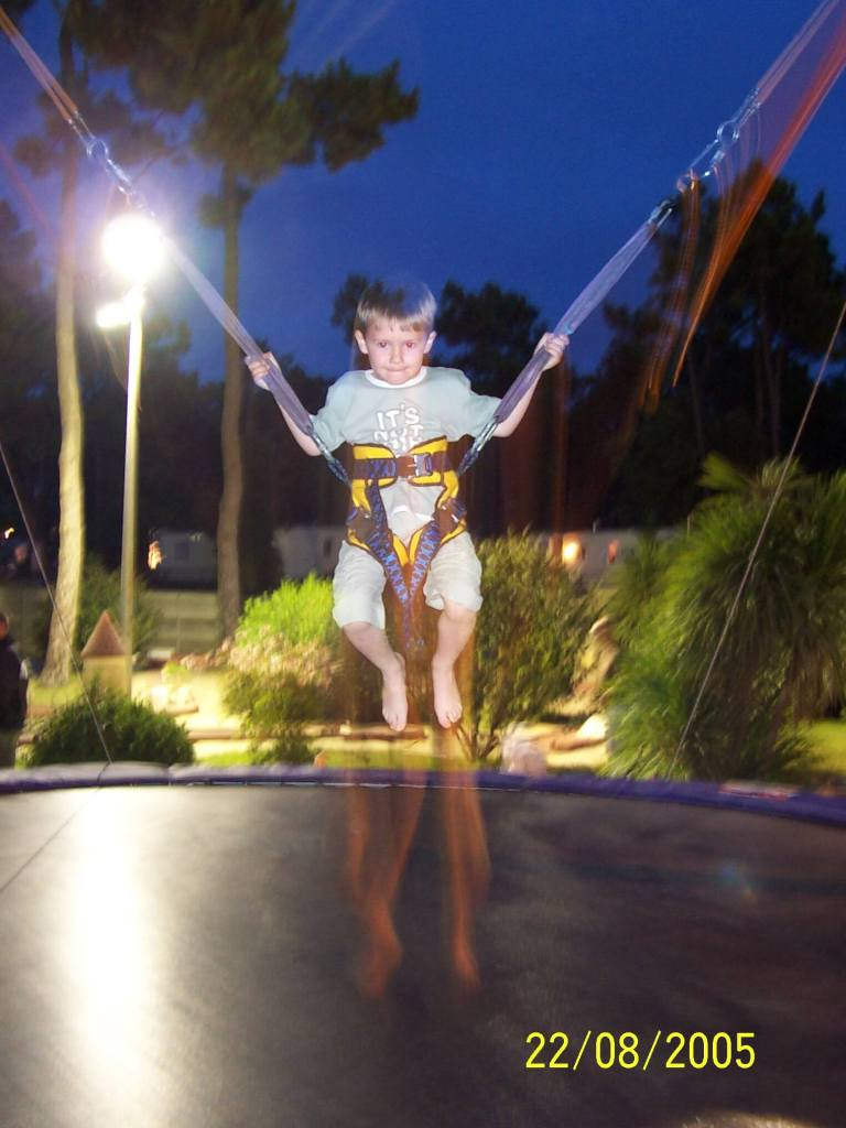 Bonne Anse Plage - boy jumping