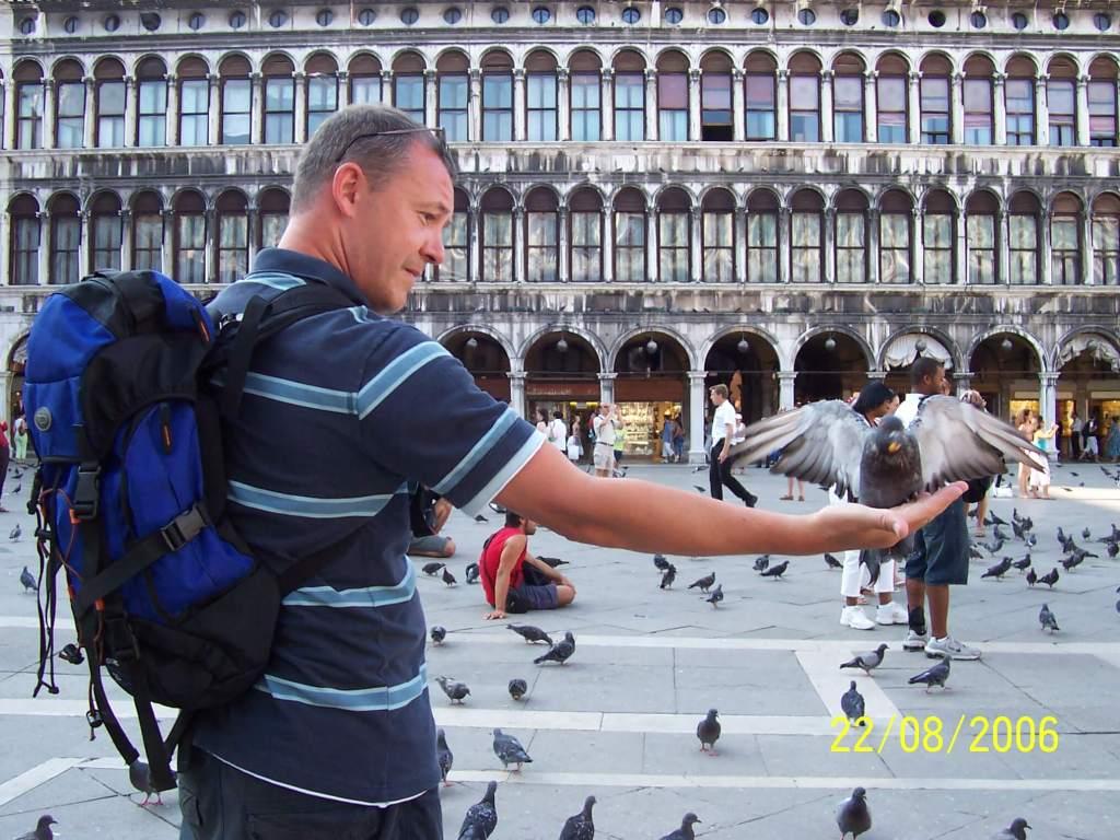 Venice - feeding the pigeons