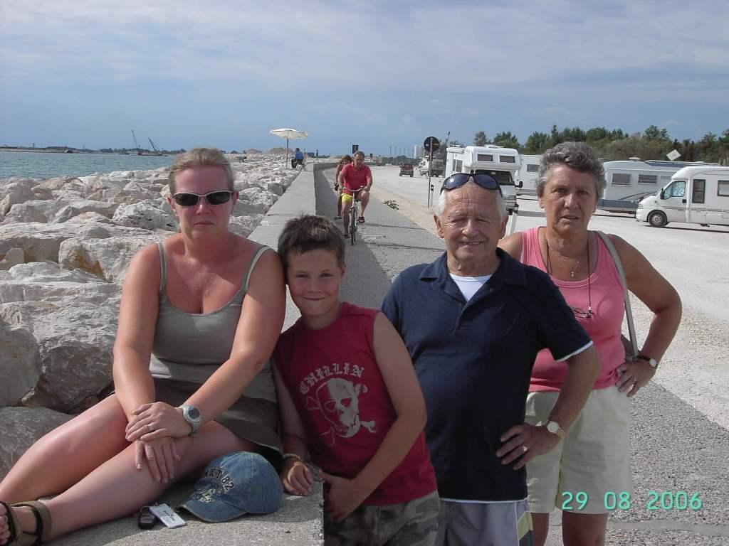 4 people at Punta Saboni