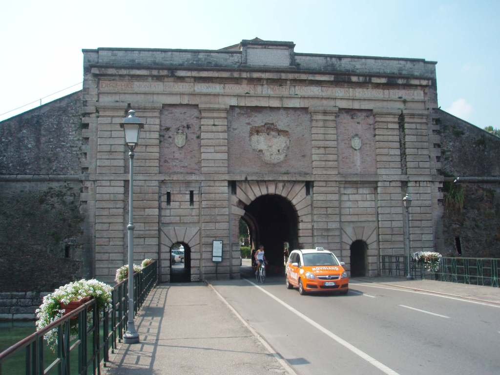 Entrance to Peschiera del Garda