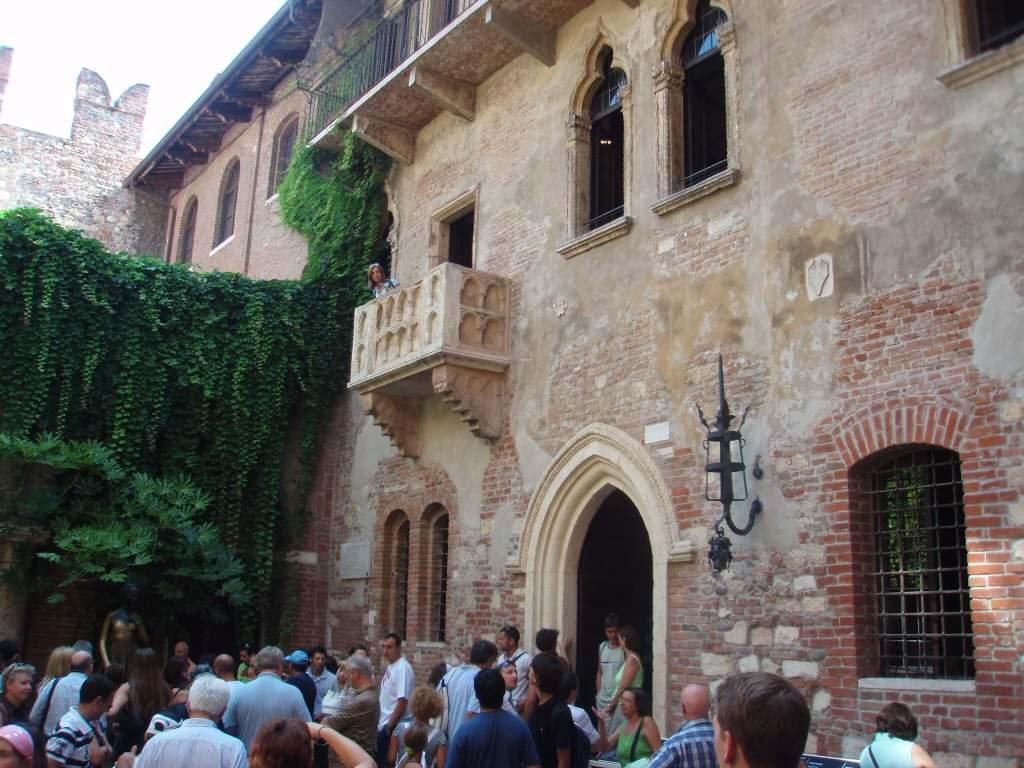 Juliet's balcony Via Cappello, 23, 37121 Verona