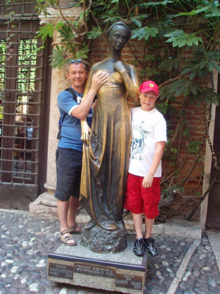 Juliet's statue Via Cappello, 23, 37121 Verona