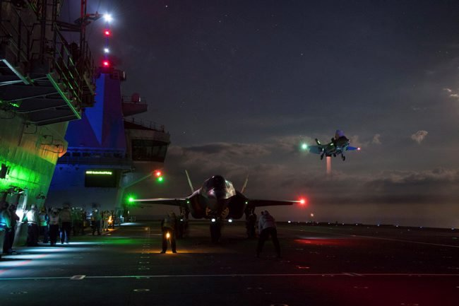 F-35 Night Trails HMS Queen Elizabeth