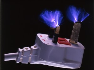 electrical-discharge-in-multiple-sparks-from-prongs-pins-of-uk-electric-mains-plug-3-prong-fuse-carrier-in-base-rescan-rescan-rescan-ajhd