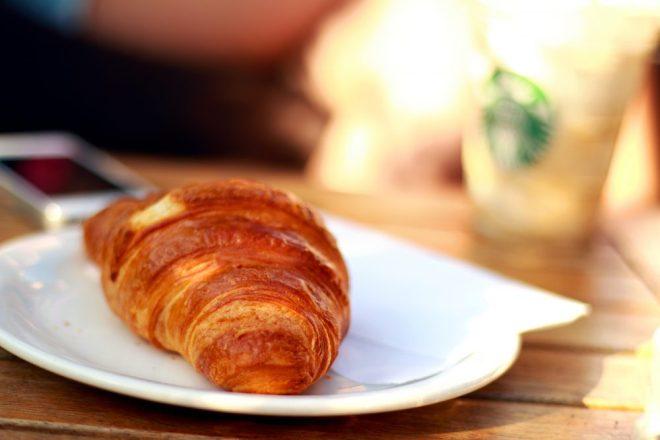 morning-breakfast-croissant