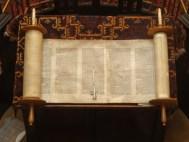 Open_Torah_scroll.jpg
