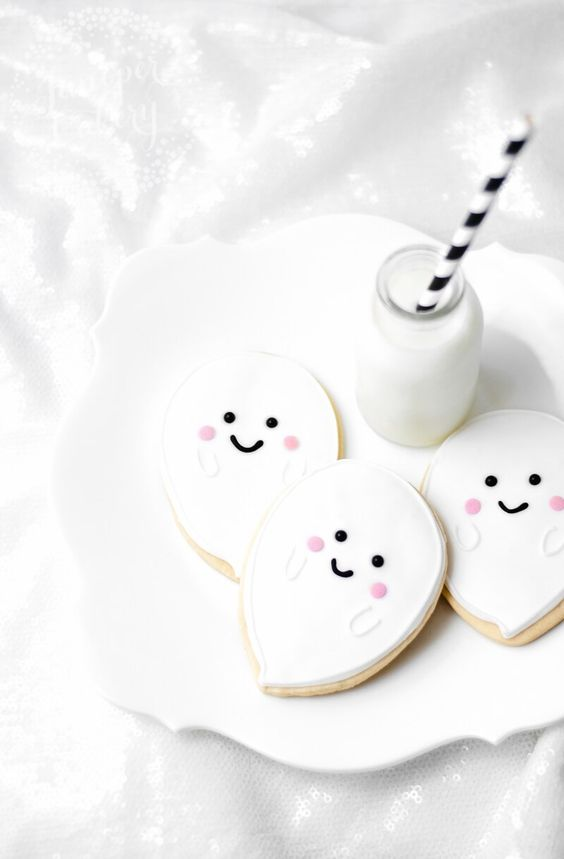 12 Scarily Cute Halloween Snacks You Need For Your Party