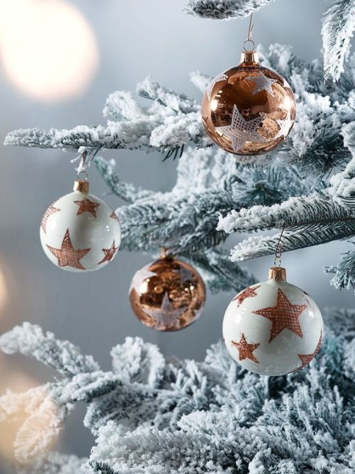 40 Christmas Tree Decorating Ideas To Copy