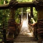 祖谷の「かずら橋」 ~冒険心そそられるような原始的構造の吊り橋~