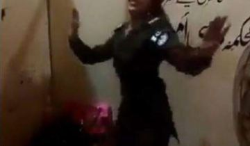 lady police dancing in Pakpattan