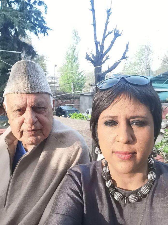 Farooq Abdullah With Barkha Dutt In Srinagar During An Interview - Copy