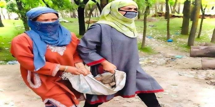 Courage of Kashmiri women in the double lockdown