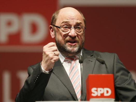 Мартін Шульц, ще донедавна голова Європарламенту, був несподівано висунутий у січні 2017 року першим номером від соціал-демократів на вибори в Бундестаг. Його висунення запустило досить вдалу спробу ребрендингу партії, також відому як Шульц-хайп. Апелюючи до соціальної рівності, першому кандидату SPD вдалося різко підняти популярність партії, що подолала історичні 30% і в деяких опитуваннях навіть очолила політичні рейтинги. Все це мало вплив на «Лівицю». Її популярність почала відчутно падати, адже частина розчарованих виборців соціал-демократів повернулася від Лівої партії назад до SPD. Втім, оскільки риторика Шульца була вкрай поверховою, вже через кілька місяців рейтинги його партії стали знову падати, а хайп вичерпав себе. Результати Лівої партії теж дещо стабілізувалися. Втім, таке хитання яскраво показує слабкість поточних політичних принад «Лівиці».