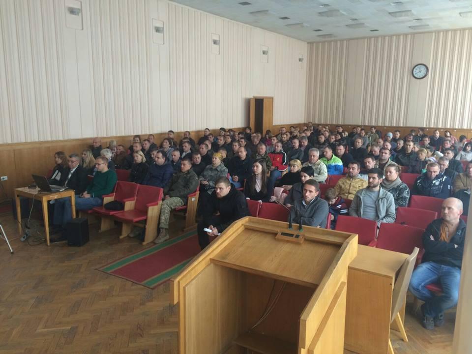 Бійцям з Тернопільщини видали соціальні картки