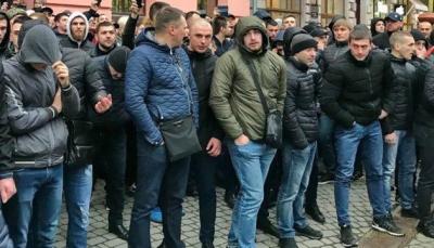 """У Франківську місцеві хлопці наваляли звіздюлей """"НацЖонам"""""""