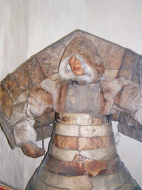Самурай. В доспехах из моржовых шкур чукотский воин в рукопашном бою был неуязвим