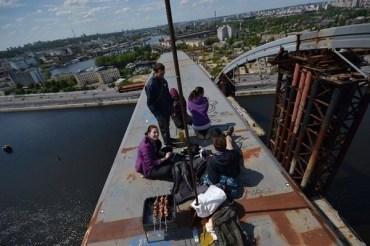Шашлык на мосту